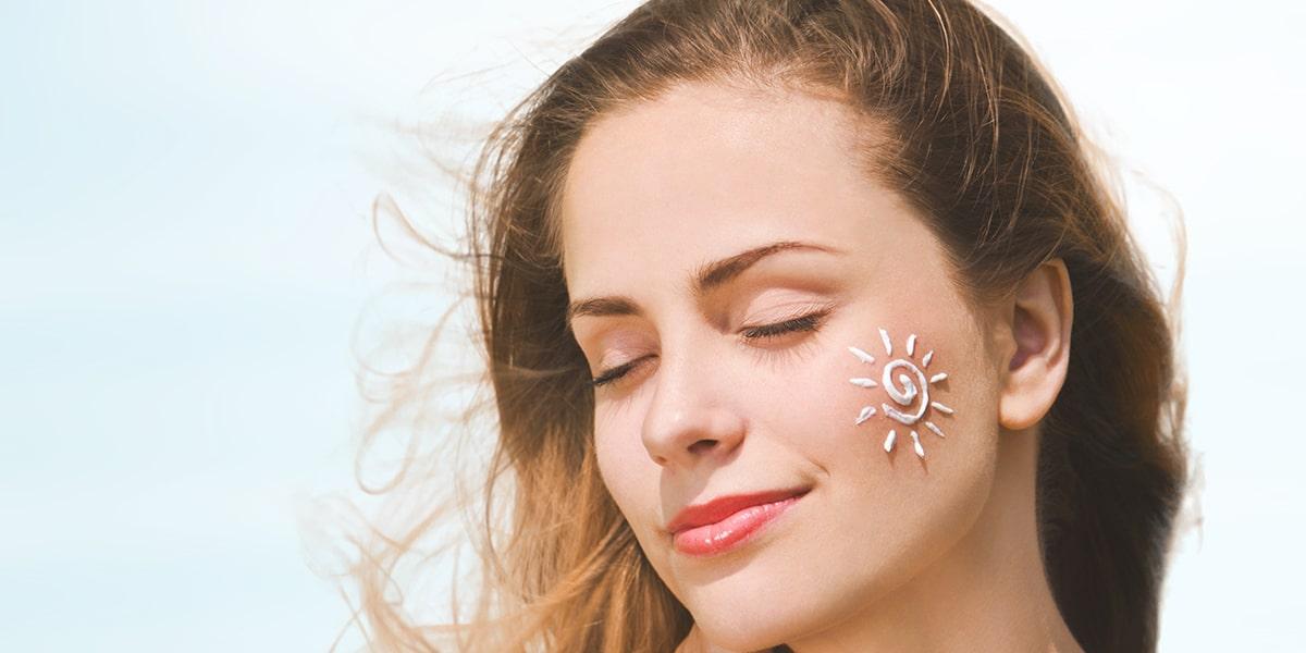 Dùng kem chống nắng mỗi ngày để bảo vệ làn da trước nắng