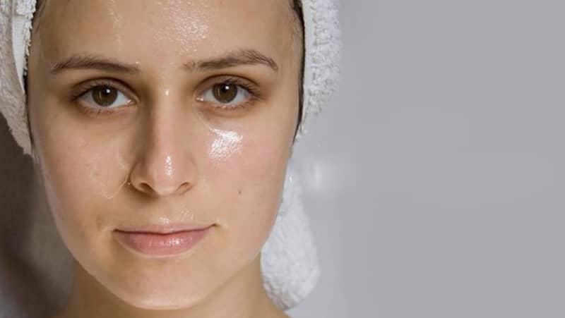 Làm sao để làm đẹp tại nhà hiệu quả trong mùa hè cho làn da dầu?