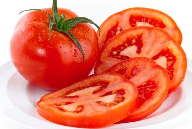 Cà chua hỗ làm mờ nám cho da nhạy cảm